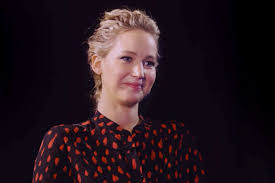jennifer lawrence and chris pratt lovingly roast one another with
