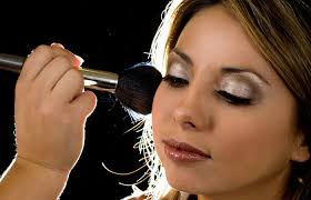 How Much For Bridal Makeup Will Hiring A Wedding Makeup Artist Rob You Of Money Bride Sparkle