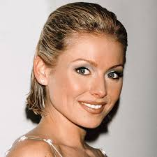 kelly ripa hair style kelly ripa s changing looks instyle com