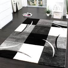schwarz weiss wohnzimmer wohnzimmer mit streifen schwarz weiß grau hip auf moderne deko
