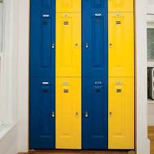 sports fan bedroom closet found my link on how to make locker