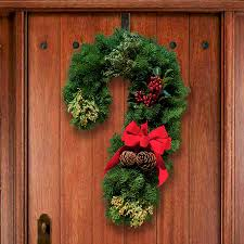 15 stunning christmas door decoration ideas christmas celebrations candy cane wreath