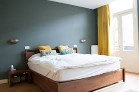 blaues schlafzimmer schlafzimmer blau graue wand bedroom closet