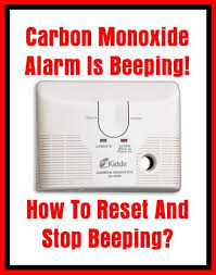 carbon monoxide detector flashing green light carbon monoxide alarm is beeping how to reset and stop beeping