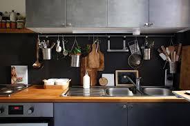 rangement cuisine pratique le rangement mural dans la cuisine