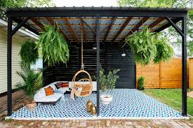 patio flooring in modern backyard designs for cozy outdoor living
