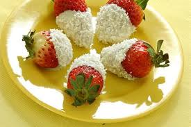 White Chocolate Covered Strawberries Delivery Tapas