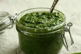 come cucinare l ortica pesto di ortiche come si prepara e gli ingredienti da utilizzare