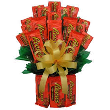 candy gift baskets reeses candy bouquet candy gift bouquet arttowngifts