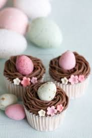 great decorating idea for mini easter egg cupcakes easter