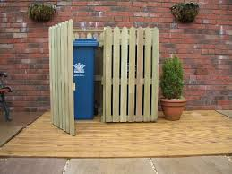 Backyard Garbage Cans by Learn How To Easily Make This Attractive Modern Privacy Screen