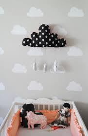 peinture pour chambre bébé peinture pour chambre bebe 4 pochoir nuage d233co avec b idees