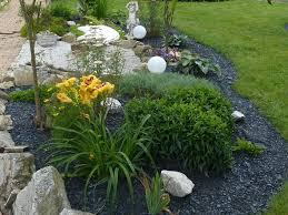 Steingarten Mit Granit Pflanzen Und Mulchen Im Steingarten Steinakzente