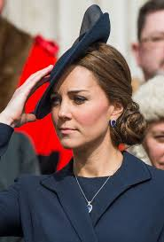 sapphire necklace earrings images Kate middleton has a new sapphire jewelry set to match her jpg