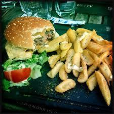 le bureau rouen goats cheese burger and chips salad photo de au bureau
