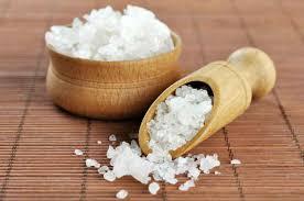 composition du sel de cuisine bain avec du sel alimentaire pour la relaxation des jambes pour