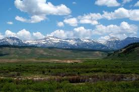 Wyoming mountains images Buffalo wyoming is nestled in the foothills of the beautiful big jpg