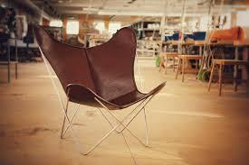 HARDOY BUTTERFLY CHAIR NECKLEDER ELFENBEIN GOLD Lounge Chairs - Butterfly chair designer