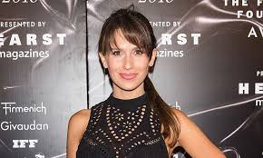 hair style giving birth hilaria baldwin celebrates post pregnancy body with selfie one day