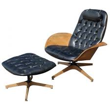 Plycraft Eames Chair The Cat Somehow Knew The Eames Lounge Chair Is A Fake And Peed On