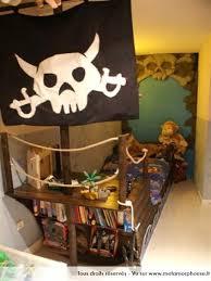 chambre bateau pirate chambre garcon pirate papier peint enfant quels motifs et