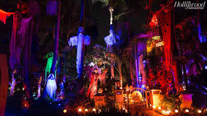 Halloween Light House by Best La Homes With Halloween Decorations Hollywood Reporter