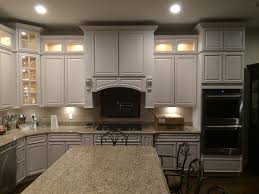 White Kitchen Cabinets With Glaze by White Deluxe Chocolate Glaze White Kitchen Cabinets With Chocolate