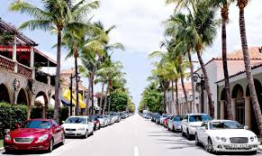 worth avenue of palm beach upscale shopping center