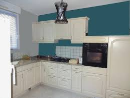cuisine bleu petrole salon mur bleu petrole pas la cuisine tristao avec cuisine bleu