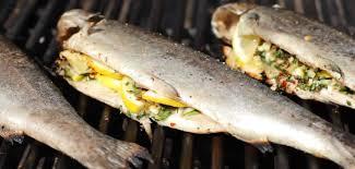 cuisiner truite enti鑽e recettes de poisson cuit au barbecue recettes allrecipes québec