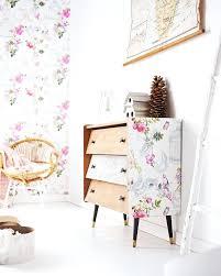 tableau chambre bébé pas cher papier peint vinyle cage aux papillons 100 intissac 1490 euros le