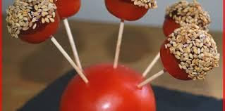 cuisiner les tomates cerises tomates cerises façon pommes d amour recette sur cuisine actuelle