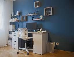 couleur bureau un bureau couleur bleu paon déco et des couleurs