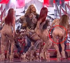 siege social jennyfer s back up dancer has a wardrobe malfunction