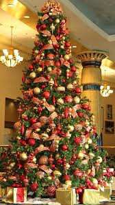 tree decoration and gold theme for