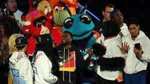 twitter annihilates kevin hart during nba all star game intro