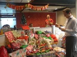 Christmas Decorations For Office Desk The 10 Craziest Holiday Office Decorations