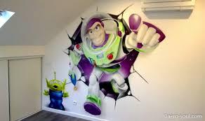 fresque murale chambre décoration graffiti chambre d enfant buzz l éclair mur cassé