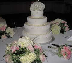 wedding cake display wedding cake display table