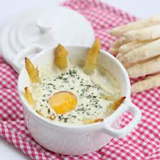 cuisiner asperges fraiches œufs cocotte aux pointes d asperges blanches c zon fresh