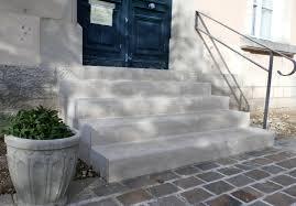 bloc marche escalier exterieur réalisation avec la pierre calcaire du portugal
