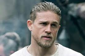 how to get thecharlie hunnam haircut charlie hunnam hairstyle king arthur hair