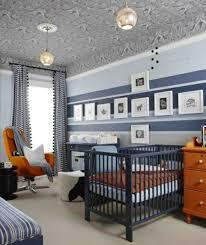 kinderzimmer junge streichen babyzimmer streifen wand junge krümel gestreifte
