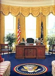 Oval Office Desk Oval Office Desk This Resolute Desk Is A Reproduction Of The Desk