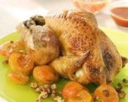cuisiner une pintade au four recette pintade au four aux abricots et noisettes