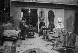 il cortile genova italia dopoguerra genova negozio di pellicce pelli e tappeti