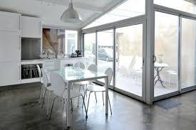 transformer garage en cuisine déco transformer un garage en chambre cuisine blanche avec des