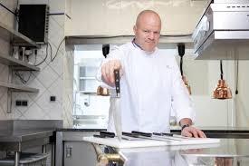 philippe etchebest cauchemar en cuisine cauchemar en cuisine le restaurateur sdf a retrouvé un emploi