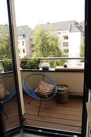 h ngematte auf balkon kleiner balkon mit gemütlicher sitzgelegenheit und aussicht auf