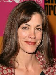 wendy malicks new shag haircut wendie malick in hot in cleveland rmmvieira glamour pinterest